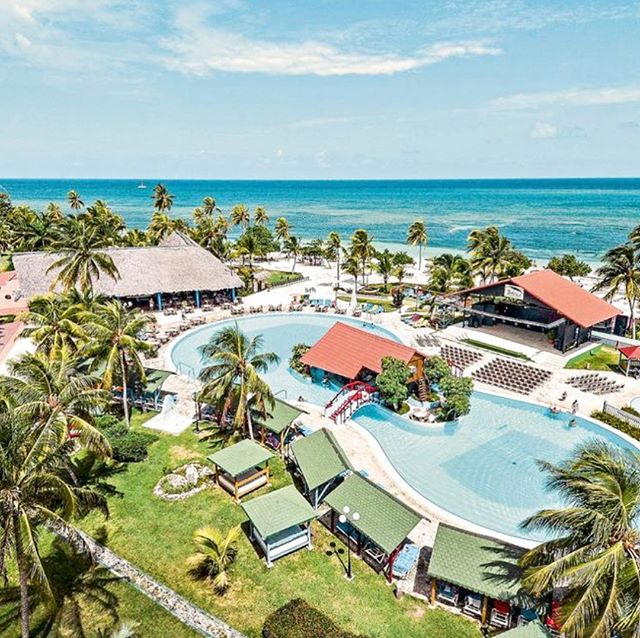 🌴🌞 Family of 4 Cuba Deal 🌞🌴 Based on 2 adults & 2 children ➡️ £2695 ⬅️ 4/5 on Trip Advisor 💫 Beachfront  10th December 2018 14 Nights All Inclusive ✈️ Manchester ✅ Baggage & Transfers  Holiday highlights: ⭐️ 5 à la carte restaurants ⭐️ Frequent evening entertainment ⭐️ Two outdoor pools ⭐️ Two whirlpools ⭐️ Kids' splash pool ⭐️ Pool and beach towels ⭐️ 10 bars serving an unlimited amount of hot, soft and local alcoholic drinks including cocktails 🍹  This beachfront hotel offers friendly service, excellent facilities and comfortable surroundings, with views of stunning sands and sea. A good range of dining options will tempt all ages and the two pools and two whirlpools are perfect for a dip to help you work up an appetite. Kids can enjoy their own fun too, so a great all round choice. £200 Deposit  To book call ☎️ 01472 897333 ☎️ #cuba #carribbean #guardalavaca
