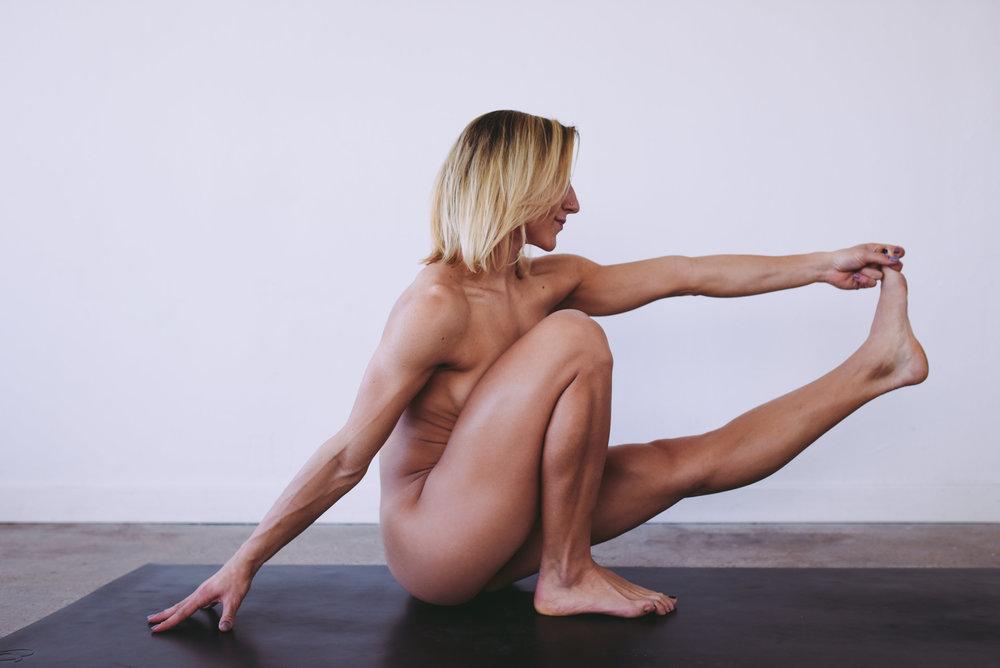 nude-fitness-model-yoga-poses-jmostudio-5.jpg