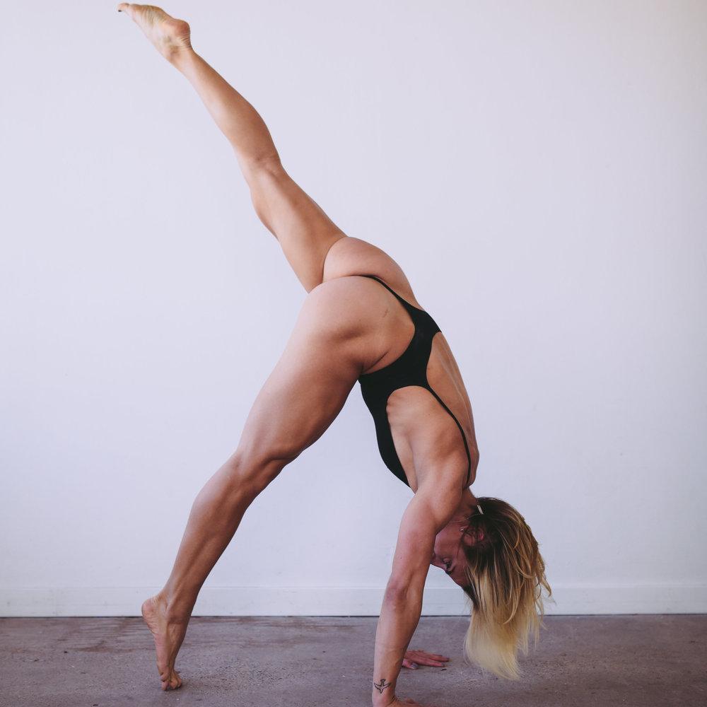 nude-fitness-model-yoga-poses-jmostudio-50.jpg