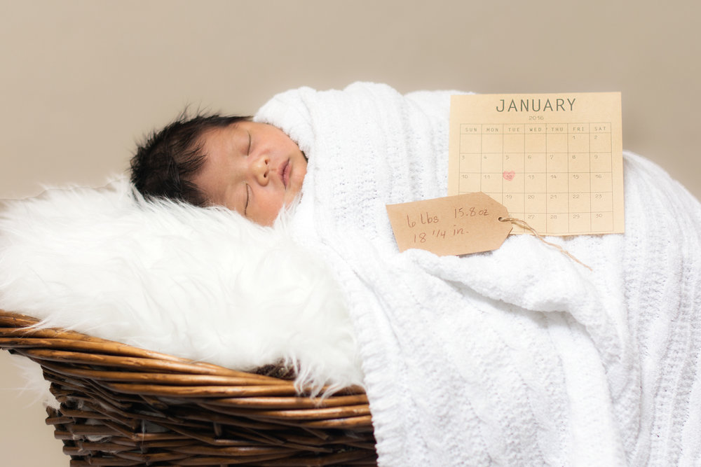 GOLD [$350] - IDEAL FOR NEWBORNS AND LARGE FAMILIESUp to 2 Hours Session | 25 – 35 Full Resolution Edited Digital Images |1-12x16 Gallery wrapped canvasof your choice