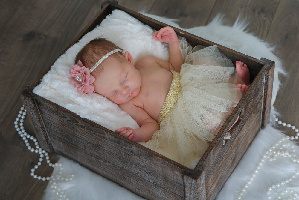 newborn nora (8 of 20).jpg