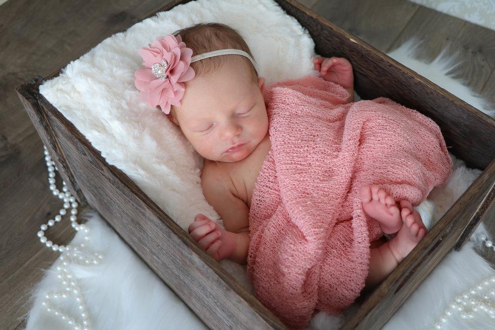 newborn nora (11 of 20).jpg