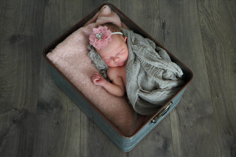 newborn nora (12 of 20).jpg