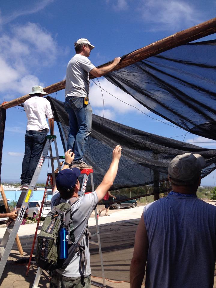 Roof mending El Faro.jpg