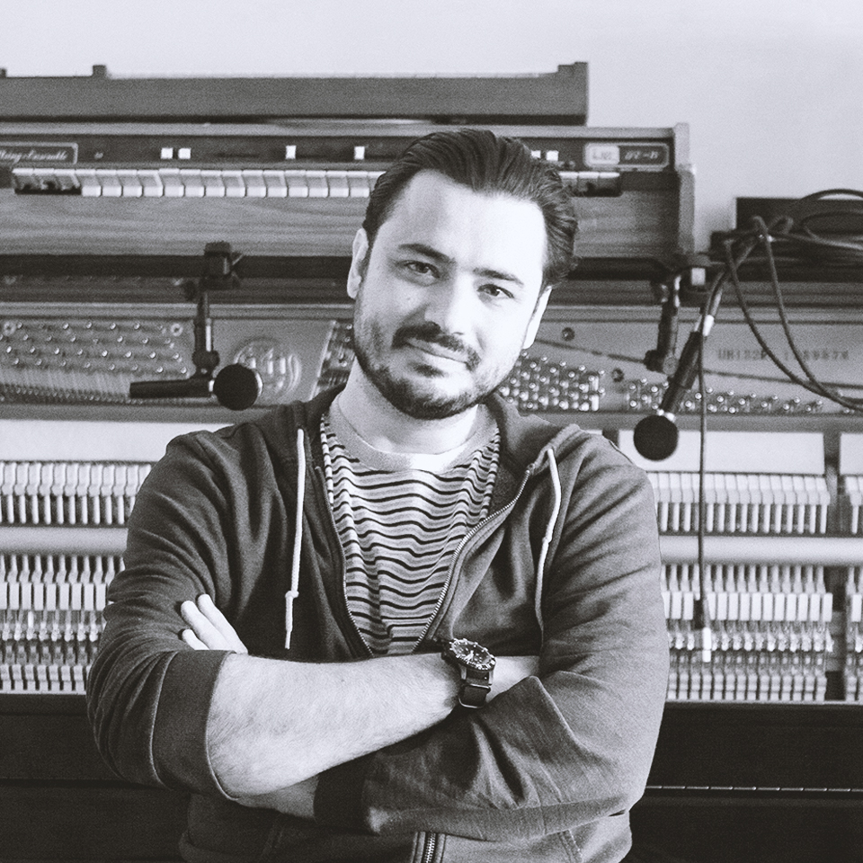 VICTOR MAGRO   Compositor