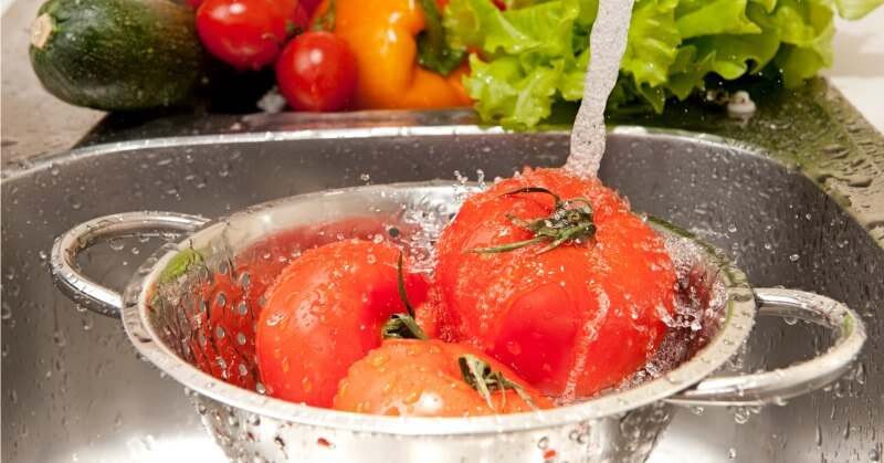 DIY-fruit-vegetable-wash-spray.jpg