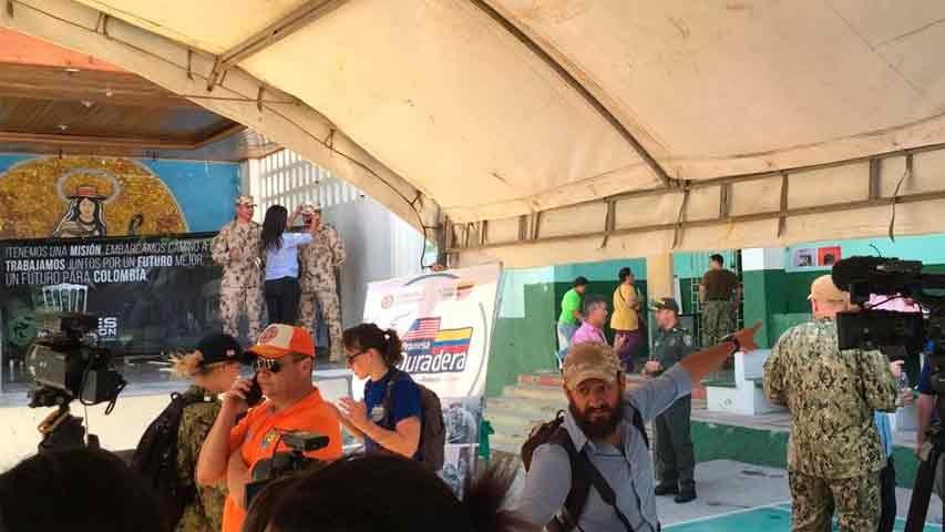 Buque hospital de EEUU asiste a 300 migrantes y residentes de Riohacha