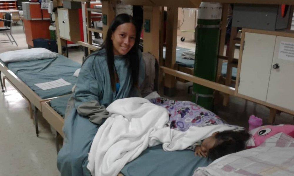 Madre venezolana: Estoy muy contenta porque en el buque operaron a mi hija