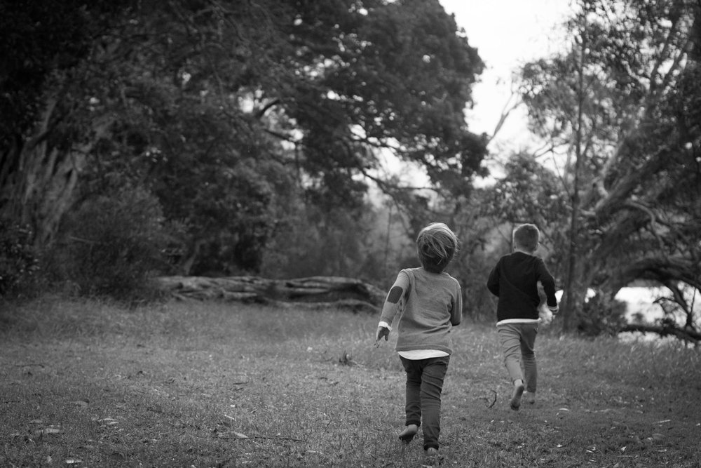 boys running free outdoor family photography central coast nsw