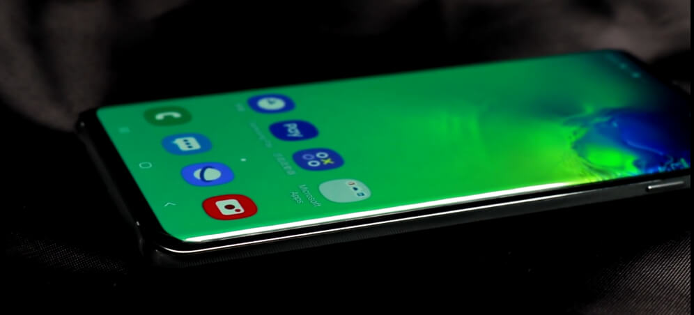 Samsung Galaxy S10's curved screen.