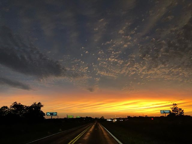 Originally was going to just use the sky for a painting reference. Now I'm posting it because #fuckitwhynot and who knows when I'll actually get to putting it in a painting 🤷🏽‍♀️ . . . . #atmosphere #sunsetporn #travelgram #allroadsleadtorome #westbound #skyporn #futurepartofapainting #exploretocreate #tbt #throwbackthursday