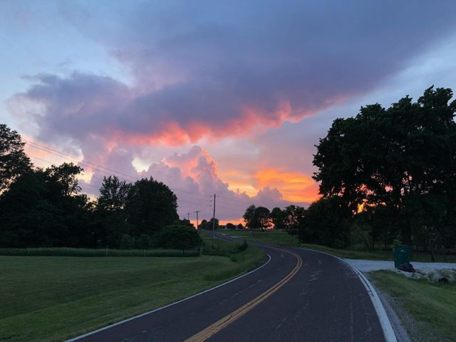 The other evening 🌅 . . . . #sunset_lovers #nofilterneeded #midwestliving #latergram #missouri_photos #landscape_captures #countryroads