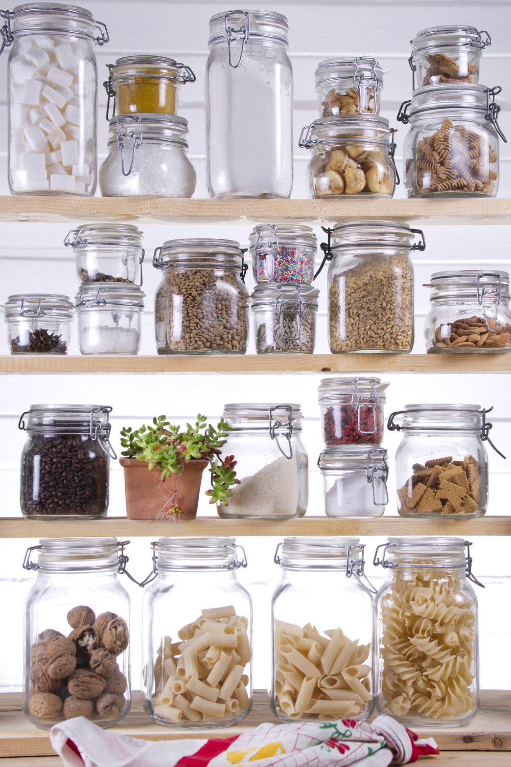 Let me guide you on what you should keep & discard from your pantry.