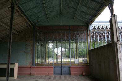 4. porte d'accès vers le pavillon des sources.jpg