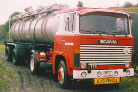 "Der ""111er"" bei den ersten Tanktransporten."