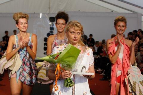 Maria Louise Suhr får overrakt prisen Designers Nest.