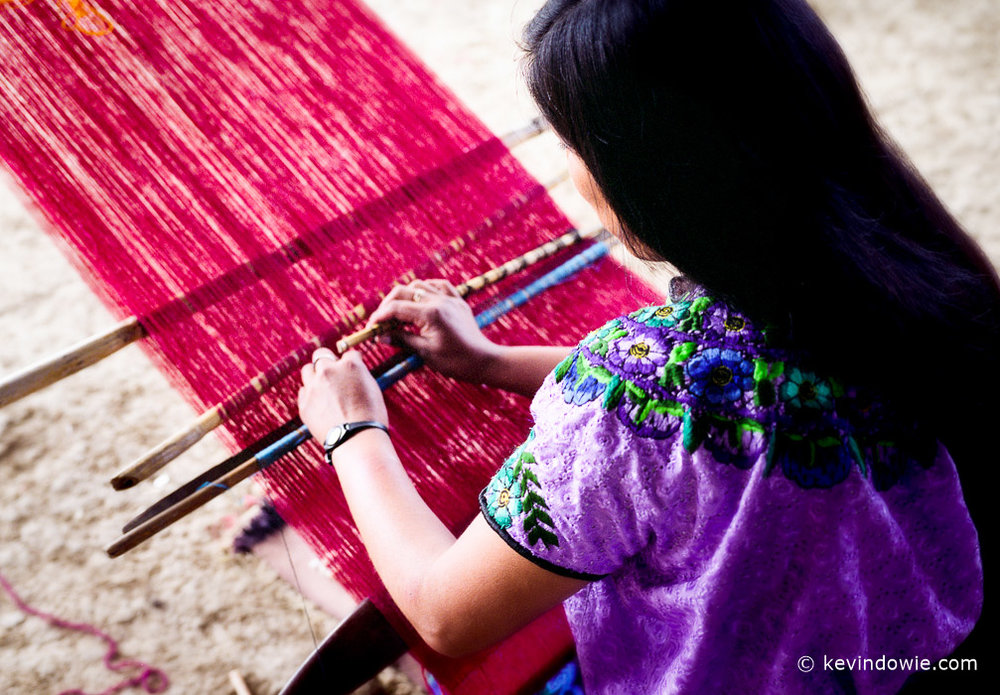 Weaver using handloom, Mexico