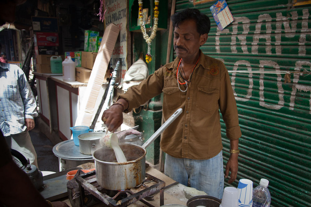 Making chai, Old Delhi