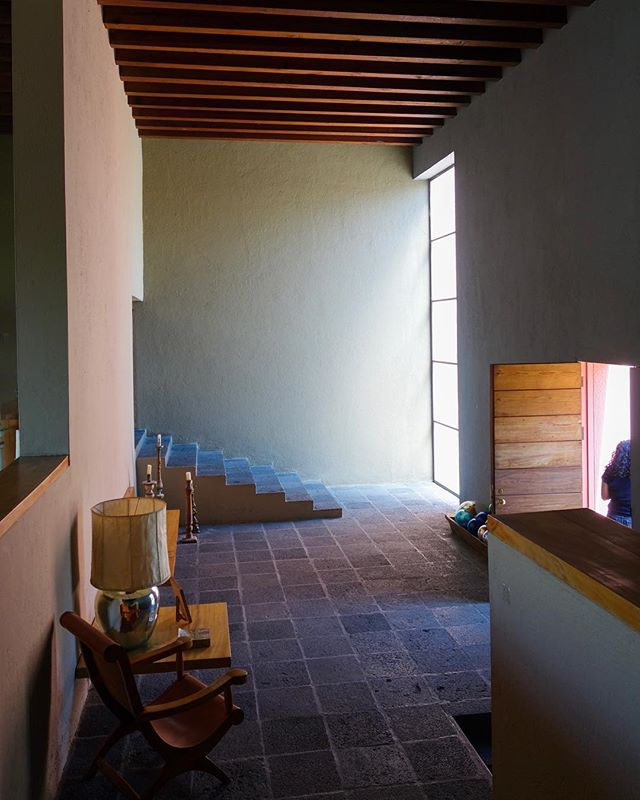 Beautiful hallway #bonjourtristesse_cdmx #casapedregal #archdaily #luisbarragan #emotionalarchitecture #mexicanmodernism