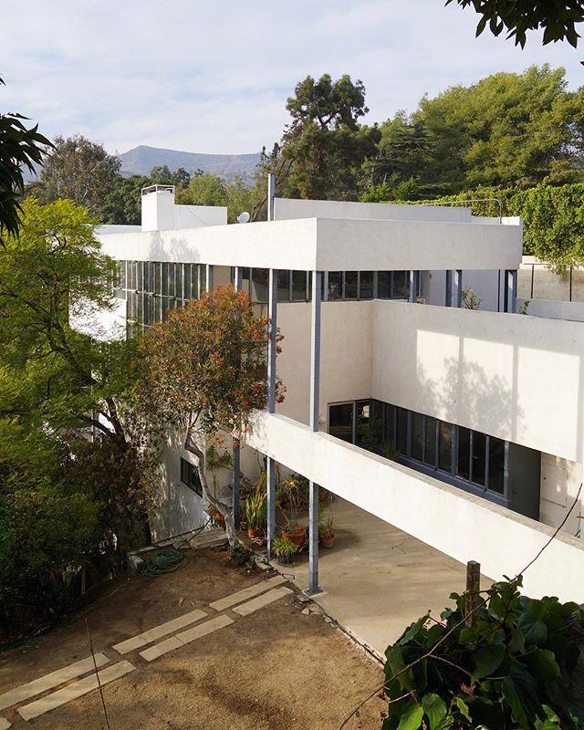 Neutra beauty #lovellhouse #laconfidential #archdaily #dezeen #richardneutra #midcenturymodern #bonjourtristesse_losangeles