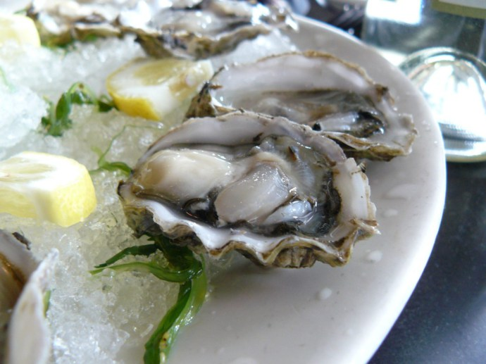 best-oyster-happy-hour-new-york-city.jpg