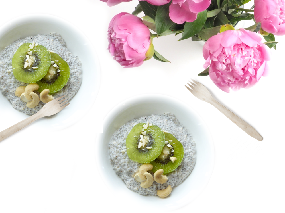 Chia-Seed-Pudding-with-Kiwi-Cashew_2.png