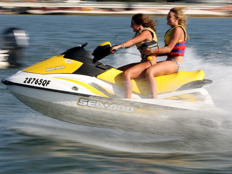 Hot-Girls-on-Jet-Skis-12.jpg
