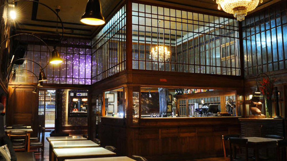 Bar & Nightclub Café Lusitano   Opening hours:Wed-Thu 9.30pm-2am, Fri-Sat 10pm-4am  Address:Rua José Falcão, 137  Website:  http://www.cafelusitano.com/index_eng.php   Facebook:  https://www.facebook.com/cafelusitanoporto/