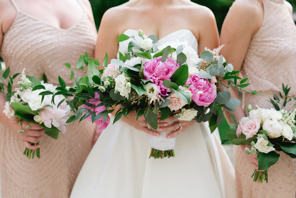 Beautiful Pittsburgh wedding with pink wedding bouquets