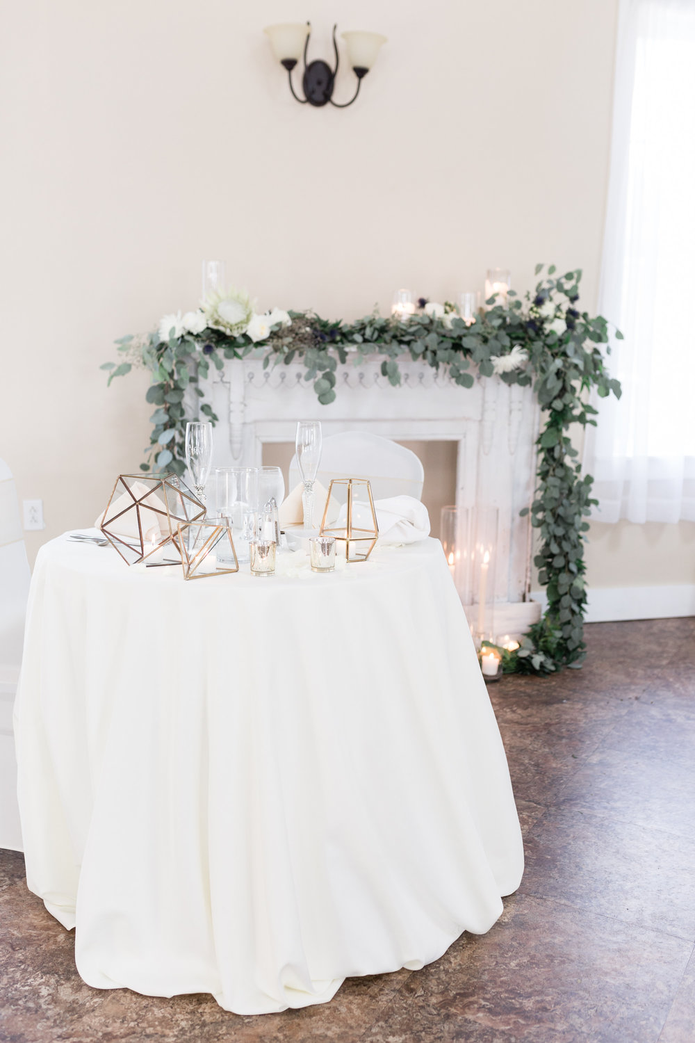 Vintage mantel behind wedding sweetheart table with geo-shape accents for Pittsburgh wedding planned by Exhale Events. Find more wedding inspiration at exhale-events.com!