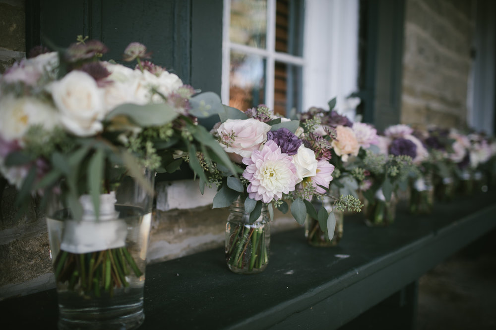 Simple wedding bouquets for rustic wedding in Pittsburgh, PA planned by Exhale Events. Find more wedding inspiration at exhale-events.com!