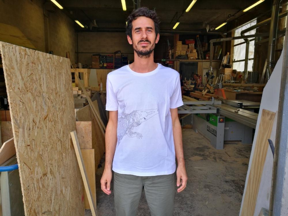 Julien Richardson, directeur d'Atelier Extramuros. Tshirt  Musca Crocodile  © Photo Constance Lacorne