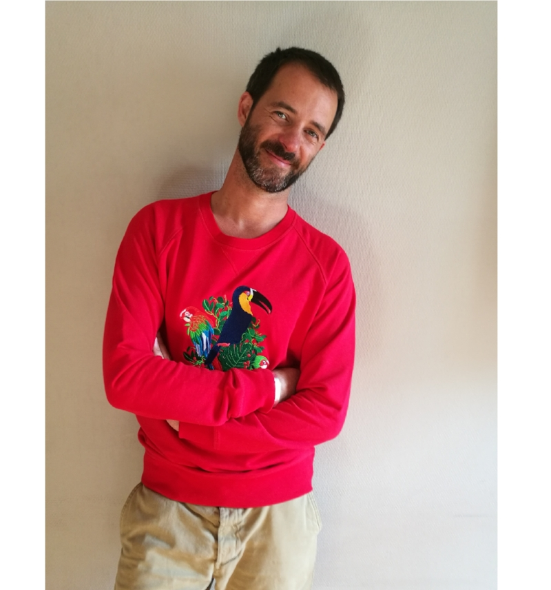 sweatshirt-rouge-musca-paris