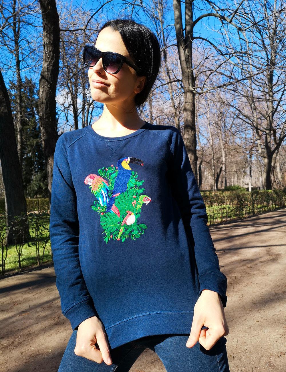 Violaine Gillibert, comédienne. -  Sweatshirt Jungle Navy  - Parc du Retiro, Madrid