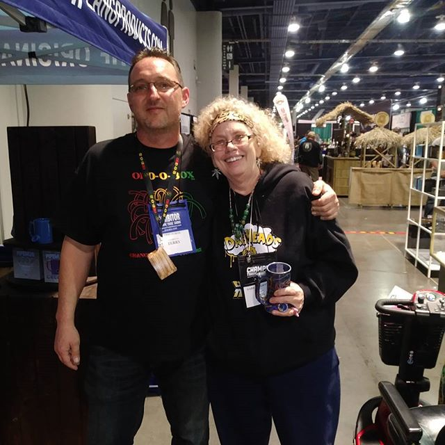 @dabbing_granny chilling with @oddoboxusa at @champstradeshows 💚 If you can make it out here or are in #vegas you gotta peep the #lasvegasconventioncenter cuz it's off the chart 📊📊📊 😎 . #dabberladies #champstradeshow #oddobox #makingfriends #tradeshow #woodpipe #smokingdevice #puffpuffpass #smokewithus #vegas #smokeculture #tobaccopipe #doitbig #makingmoves #smokepipes #buypipes #smokeshop #smokestore #wholesale #retailpipe #giveaways #autopipe