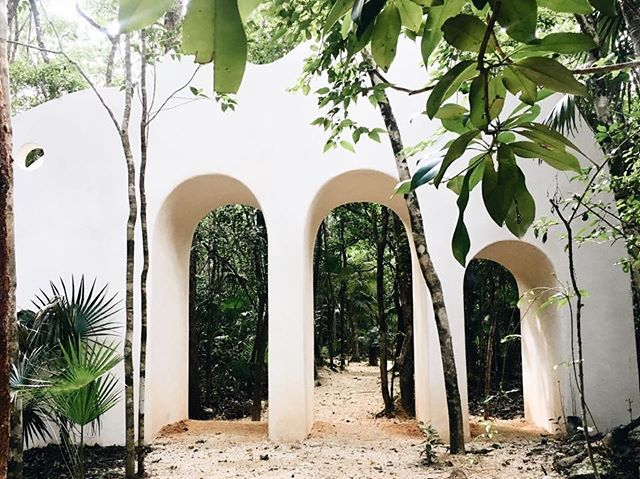Portal into the art walk 💭 Each retreat starts off with a guided tour of the jungle's mystical gallery 🍃 #ArtWalk #EnterTheMagicJungle