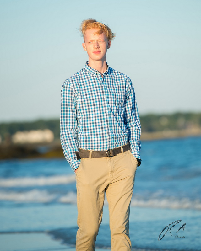 senior portrait on the beach 39.jpg