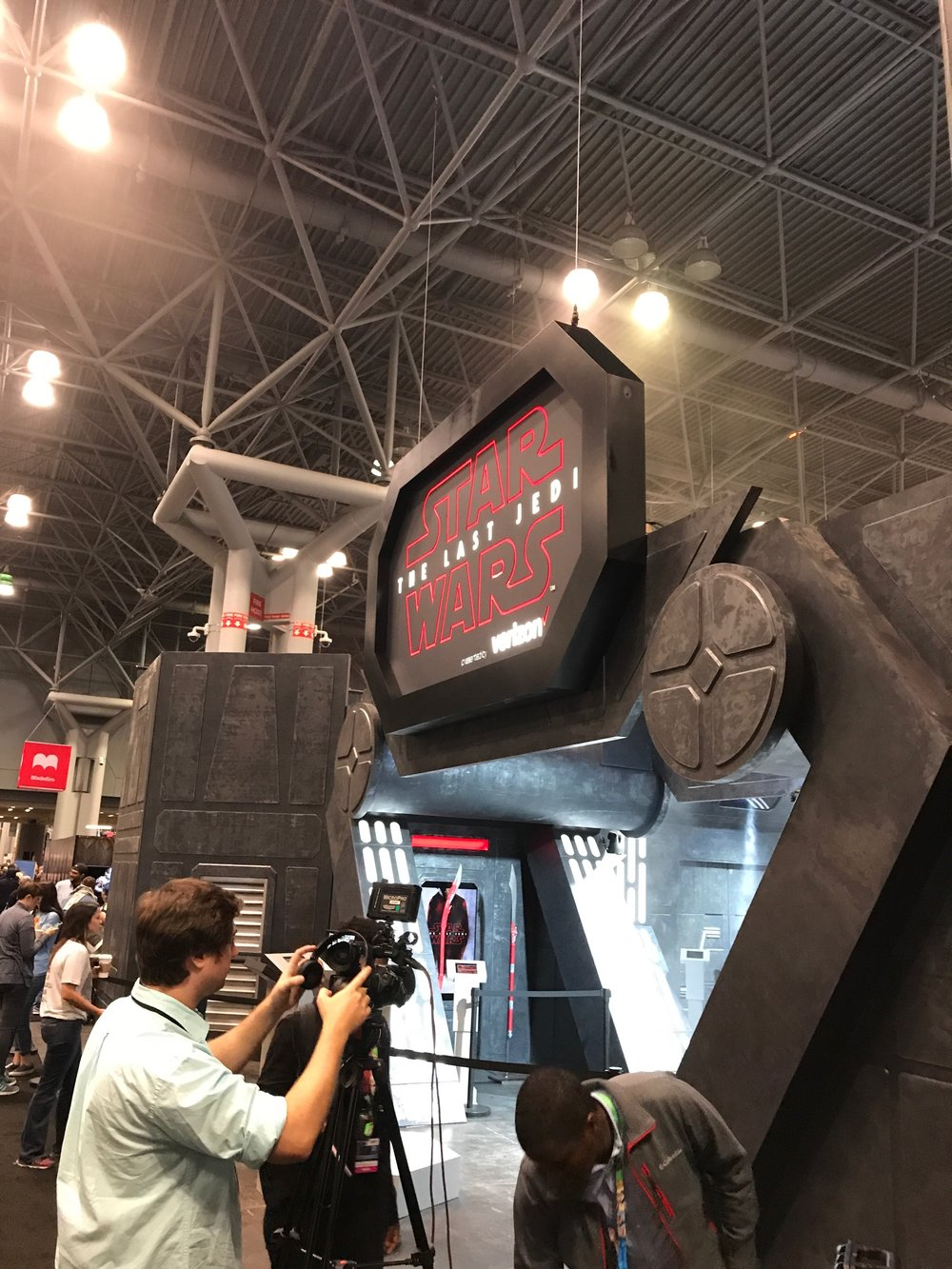 Verizon Booth-NYCC1.jpeg