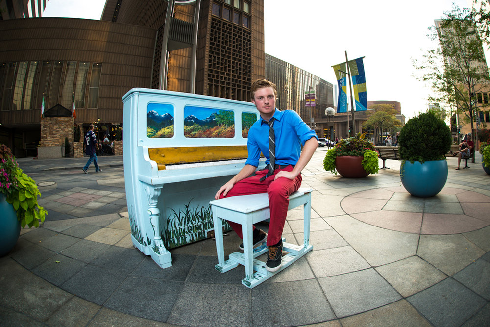 downtown-denver-piano-senior-portrait.jpg