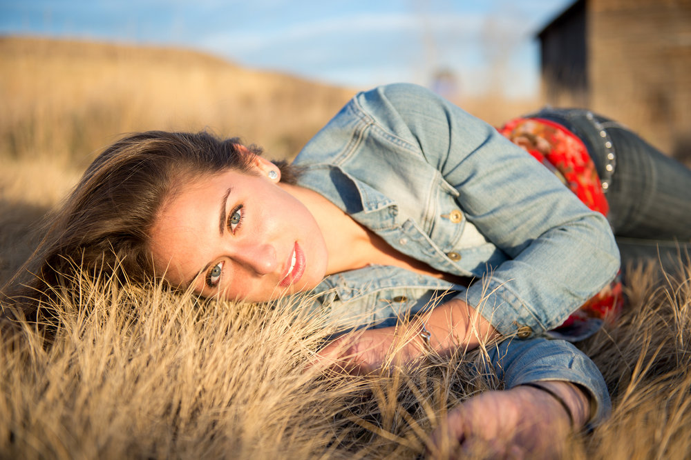 outdoor-senior-portrait-session-longmont-colorado.jpg