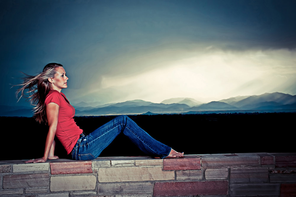 storm-clouds-mountains-senior-girl-portrait.jpg