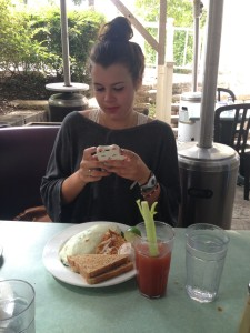 Jenna Instagraming her healthy omelet. She even ordered the tomato-based, celery-containing Bloody Mary. She did Brunch right.