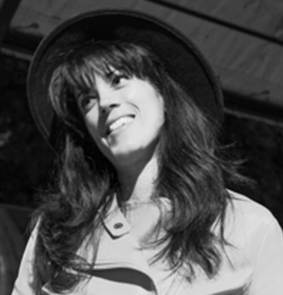 Julia Valin -  Language Teacher