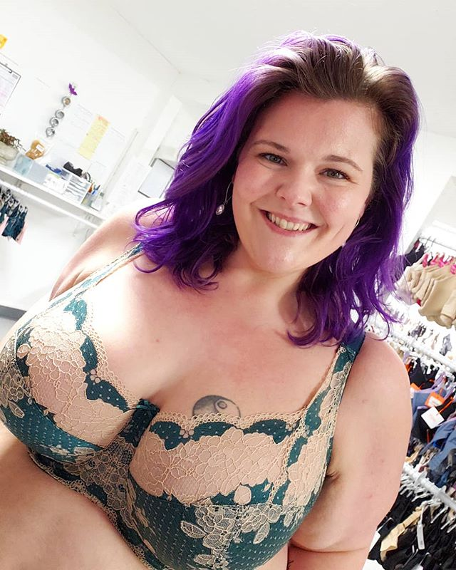 This just in!!! The Clara from @lovepanache in this GORGEOUS Emerald jewel tone. We are smitten 😊😍 The Clara design gives a feeling of pure luxury and the lace detailing provides a sumptuous feel to this classic style. Available in band sizes 30-40, cup sizes D-J.  Model is our Oakland shop manager in a 40GG with definite mermaid vibes 🧜‍♀️ in this color combination.  #revelationinfit #revelation #demystifyingthedd #oakland #bodypositivity #bras #brasthatfit #brafitting #brafashion #intimates #lovelingerie #lingeriestore #confident #loveyourbody #beautybeyondsize #lovetheskinyourein #knowyourbody #selflove #educateyourself #treatyoself #shoplocal #sfbayarea