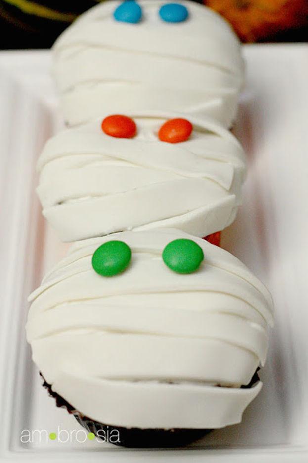 mummy-cupcakes1-624x935.jpg