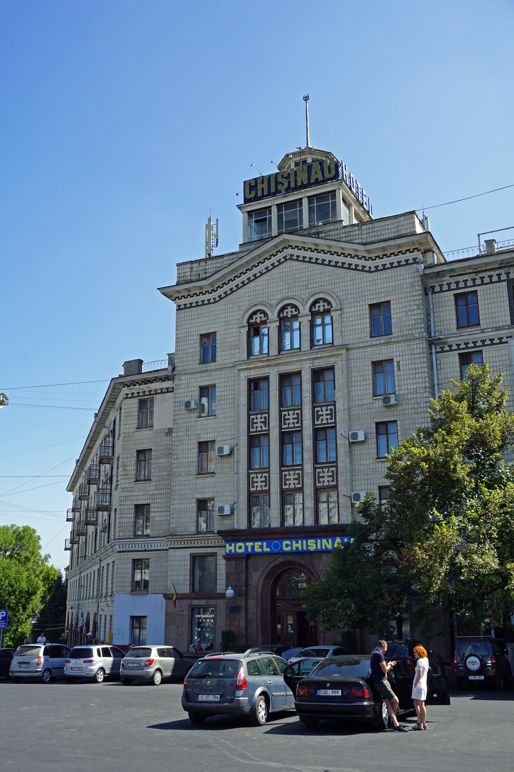 The old dame herself: the Hotel Chisinau