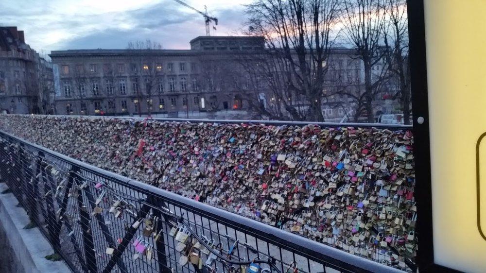 paris-locks-of-love.jpg
