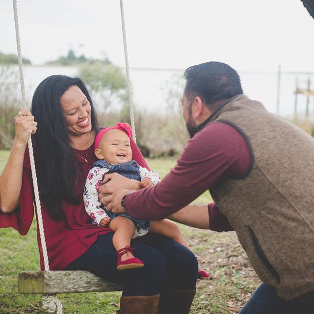 Daddies are always the most fun ❤️ #yesiameditingonasaturdaynight #editedlastnighttoo #somanysessions #tistheseason . . #wilmingtonnc #wilmingtonncphotographer #wilmingtonncphotography #wilmingtonncfamilyphotographer #marker137