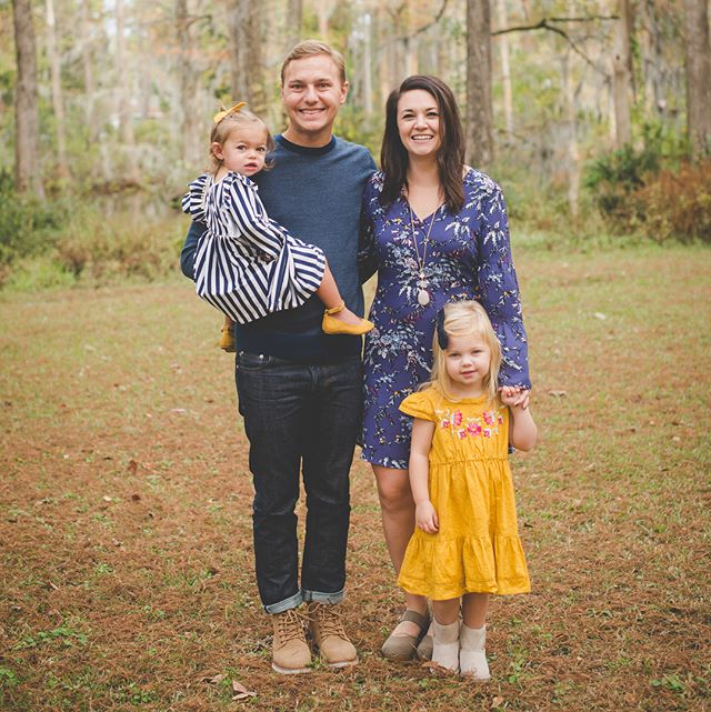 The cutest family with the most adorable girls 😍 they also happen to be some of my favorite people ❤️ . . #wilmingtonnc #wilmingtonncfamilyphotographer #wilmingtonncfamilyphotography #wilmingtonncphotographer #wilmingtonncphotography