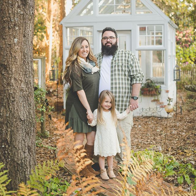 This sweet family has the most gorgeous backyard. It's like a little enchanted forest with so many amazing backdrops! It's always so refreshing to shoot in a new location!! . . #wilmingtonnc #wilmingtonncfamilyphotographer #wilmingtonncphotographer #wilmingtonncphotography